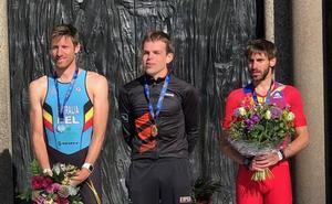 El triatleta donostiarra Gonzalo Fuentes, medalla de bronce en el Campeonato de Europa