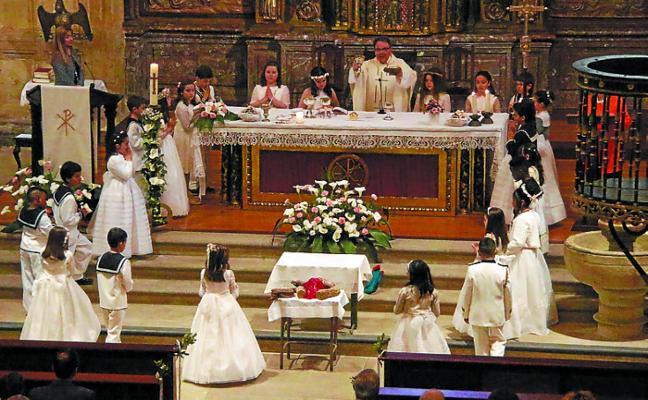 24 niños recibieron su primera comunión