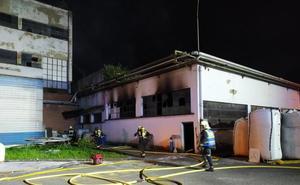 Un incendio causa daños en una empresa de reciclaje de plástico en Andoain