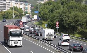 Un camionero sextuplica la tasa de alcohol permitida y provoca un accidente en la AP-8 en Zumaia