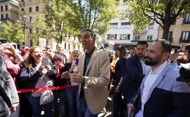 Pedro Sánchez, de campaña en San Sebastián