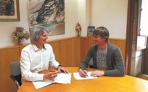 Ayuntamiento y Zumaiena Ikastetxea renuevan su acuerdo de colaboración