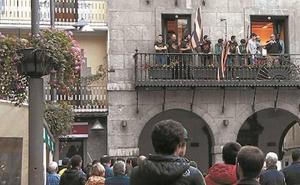 El Perosanz remata la temporada en el balcón del Ayuntamiento