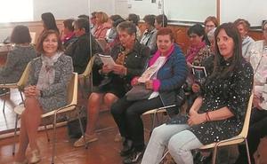 La biblioteca acercó la lectura fácil a la asociación de amas de casa Iratzarri