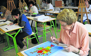 Profesores rechazan la reforma que dejará a cientos de alumnos fuera de las aulas para adultos