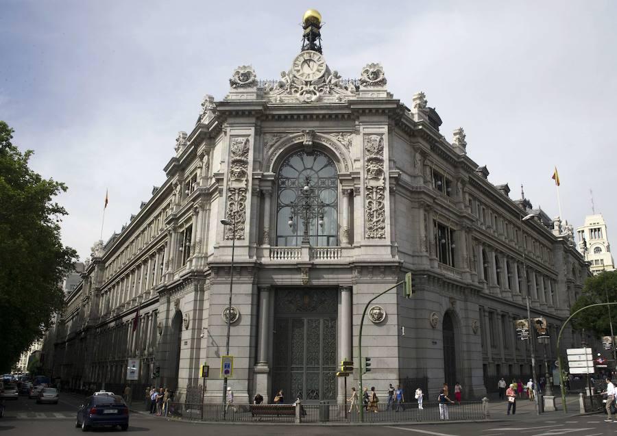 Multa de ocho millones a Santander y Unicaja por vender hipotecas con prácticas irregulares