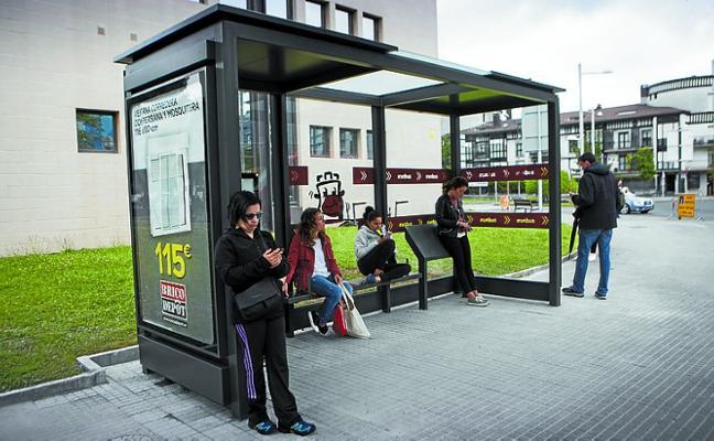 Comienza la instalación de las nuevas marquesinas de autobús