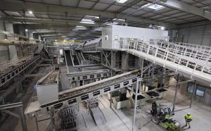 La TMB recupera el 8% de los materiales reciclables que llegan mezclados en la basura