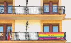 Homofobiaren kontrako eguna ekarriko dute gogora bi ikastetxeek