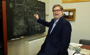 George F. Smoot: «El universo tiene sus propias reglas para protegerse de los viajes en el tiempo»