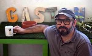 Asier Iturralde 'Gastón': «Mis personajes son reales; tanto que cogen el tren en Muskiz para ir a Bilbao»
