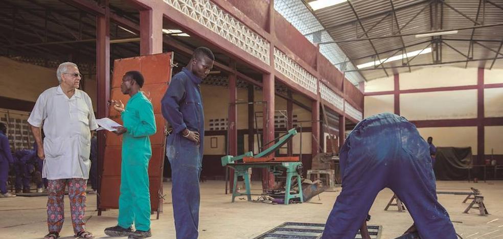 Un misionero salesiano de Urnieta muere asesinado en un centro de Don Bosco en Burkina Faso