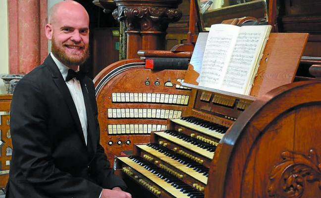 El organista argentino Matías Sagreras abre hoy el ciclo musical de la parroquia