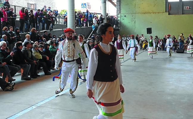 Bailar en círculos a ambos lados del Pirineo