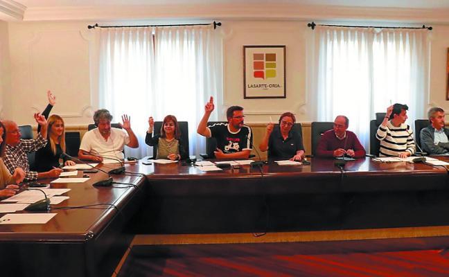 El Pleno aprueba una moción alternativa socialista para crear ayudas a los jóvenes