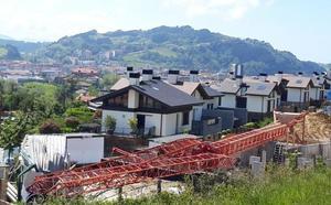 Fallece un trabajador de 31 años en Zarautz tras caerse de la grúa en la que trabajaba desde una altura de 30 metros