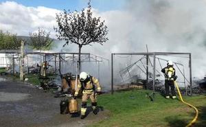 Un incendio calcina seis caravanas en el camping de Pobes