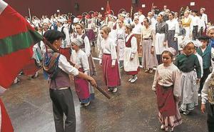 Dantzari Txiki Eguna a cubierto