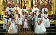 Celebración de la Primera Comunión de quince niños