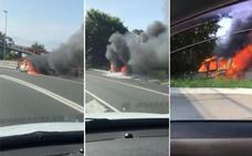 Una furgoneta en llamas y sin conductor recorre 100 metros en Bilbao