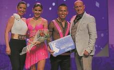 Uxoa Ibarreta y Lorea Segurola, campeonas de Euskadi de baile retro con sus respectivas parejas