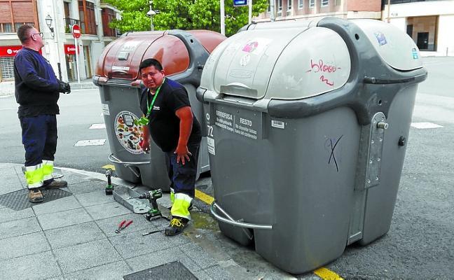 Pedales para los contenedores de orgánico y de rechazo