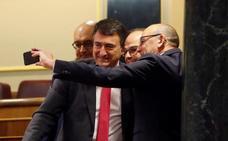 Los diputados de PNV y EH Bildu arropan a los presos del procés en el Congreso