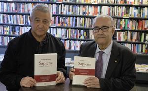 'Sapiens' ekarri dute euskarara Xabier Kintanak eta Andoni Sagarnak