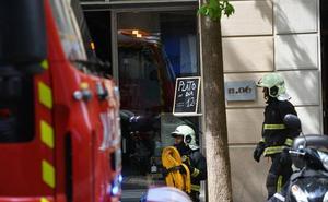 Desalojado un edificio en Donostia por un incendio en un restaurante