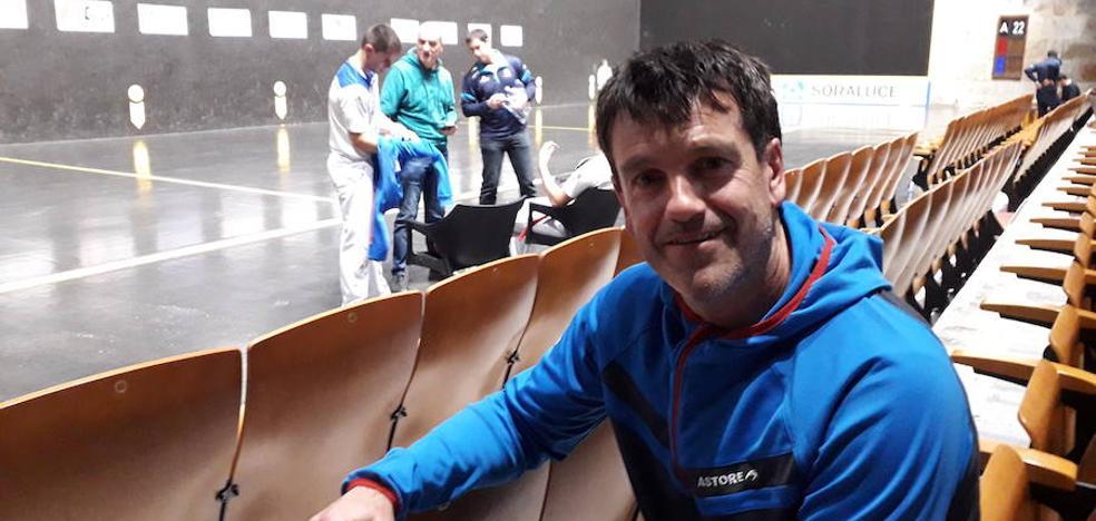 Jokin Etxaniz: «La primera vez que vi a Irribarria fue en Logroño y jugaba de zaguero»