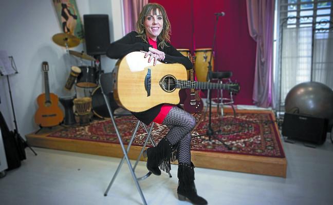 Amaia Adin (Cantante y compositora): «Creo en las virtudes, en el trabajo y en el estudio, pero no en los dones»