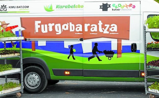 Visita de la Furgobaratza, el martes en el parque de huertas Keretxudi