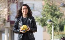 Esther Arrojeria (Jugadora del Super Amara Bera Bera): «Tenemos que seguir en la lucha por la igualdad»