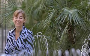 María Estévez: «Los diamantes son tan mortíferos como las armas»