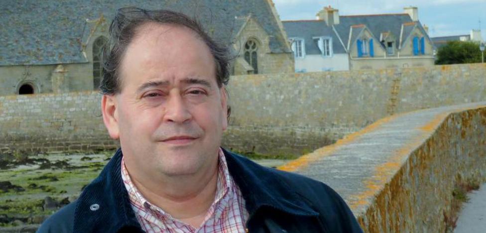 José Javier Abásolo: «En la novela no ensalzo a Sabino Arana, ni lo critico»