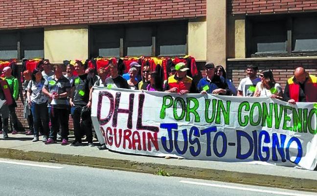 Trabajadores de DHL se concentraron ante Bellota