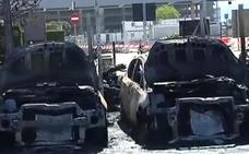 Un incendio en el aparcamiento de la T2 del aeropuerto de Barcelona se salda con 41 vehículos quemados