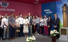Urkullu inaugura en Arkaute una exposición de recuerdo a los ertzainas víctimas del terrorismo