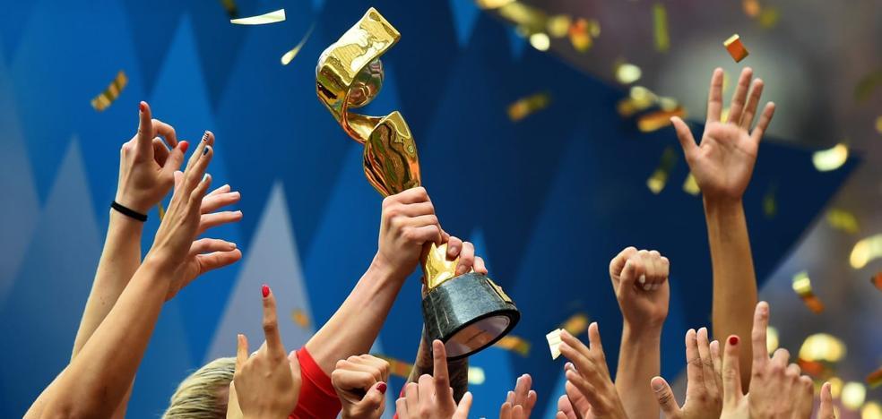 Un trofeo a la energía y la elegancia del fútbol femenino