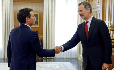 Casado y Rivera apremian a Sánchez para que no dilate su investidura