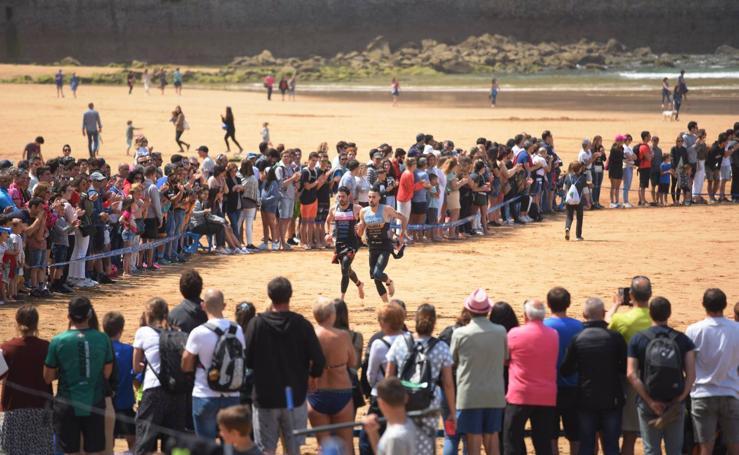 700 mujeres y hombres han participado en el triatlón de Zarautz