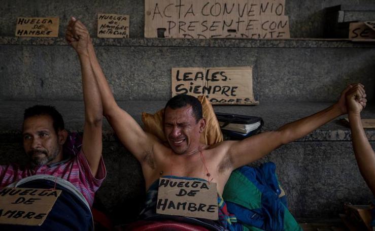 El hambre, la huelga y las penurias de 586 demandantes en Caracas