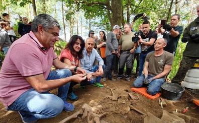 Erkoreka participa en la exhumación de un gudari de la Guerra Civil