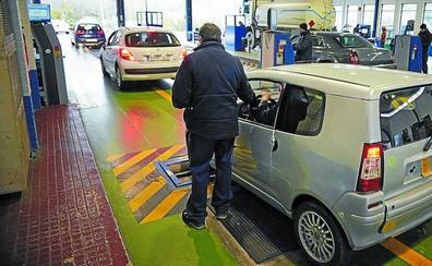 Cada línea de ITV en Gipuzkoa debe atender a 10.000 coches más que la media española