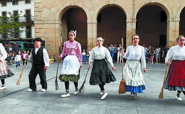 Amaiera ederra eman dio Elizalde dantza taldeak ikasturteari