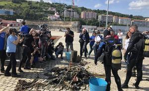 Recogen ocho toneladas de plásticos en Urdaibai