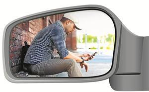 Los jóvenes prefieren un buen móvil a sacarse el carné de conducir