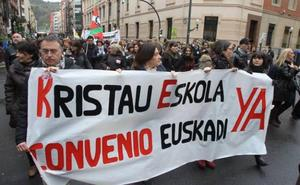 Los sindicatos opinan que Kristau Eskola intenta limitar el derecho de los trabajadores a la negociación