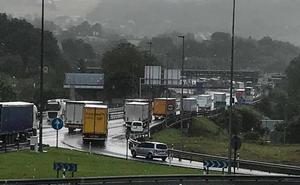 Tráfico lento en la frontera por la mañana debido a la afluencia de camiones