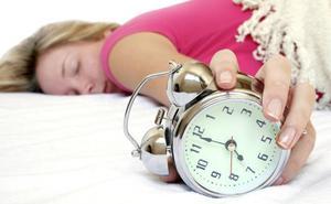Razones por las que deberías dejar de usar la alarma del móvil como despertador